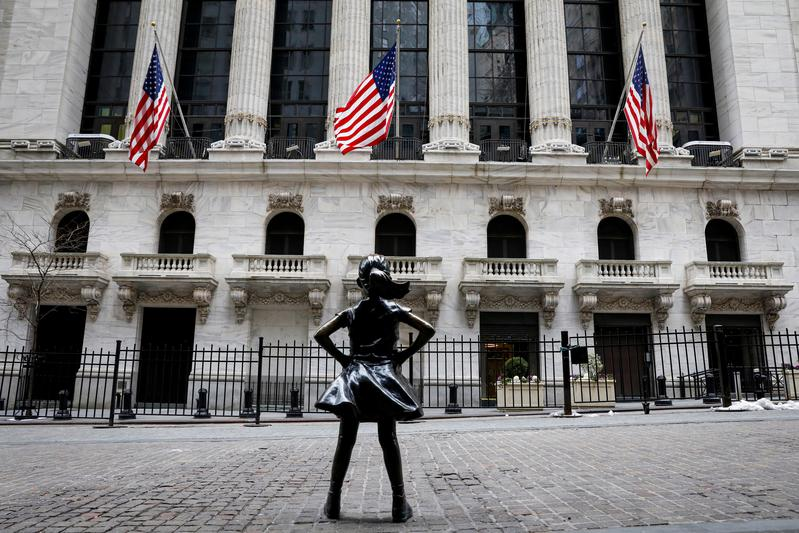 Stimulus hopes drive Dow to closing peak but interest rate worries loom